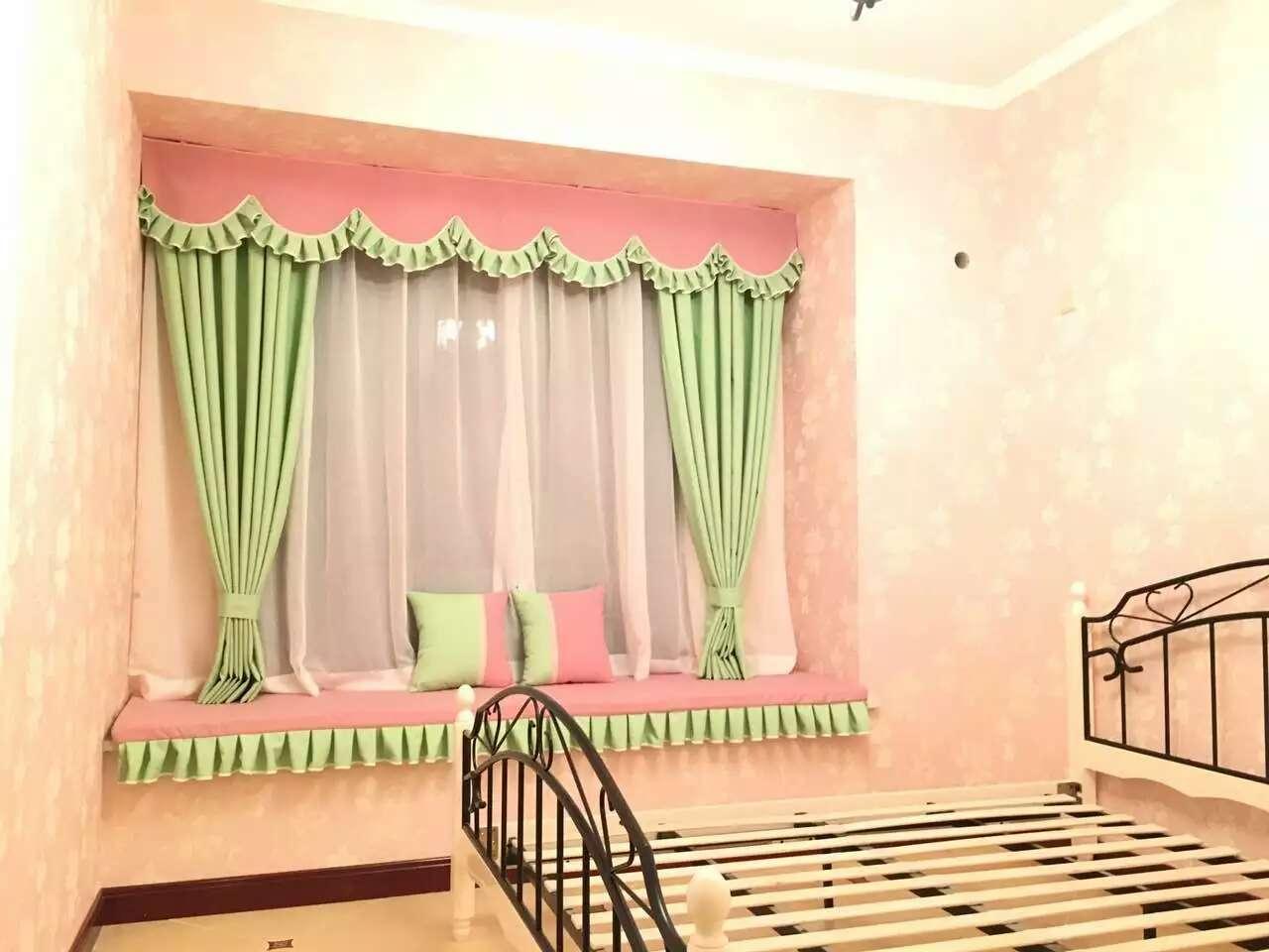 粉红雪尼尔窗帘