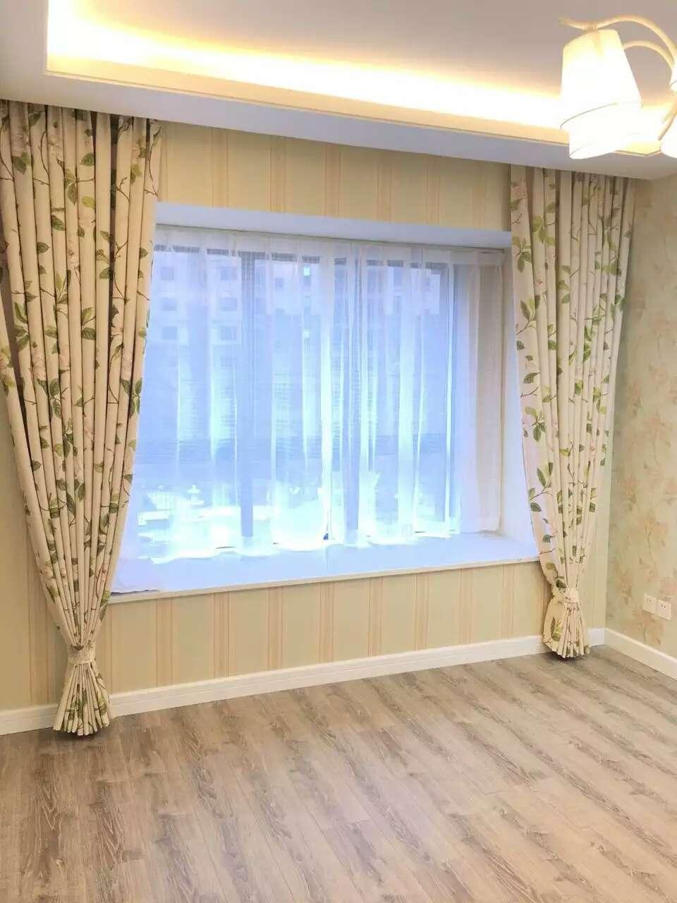 适用于客厅和阳台;人造纤维窗帘较