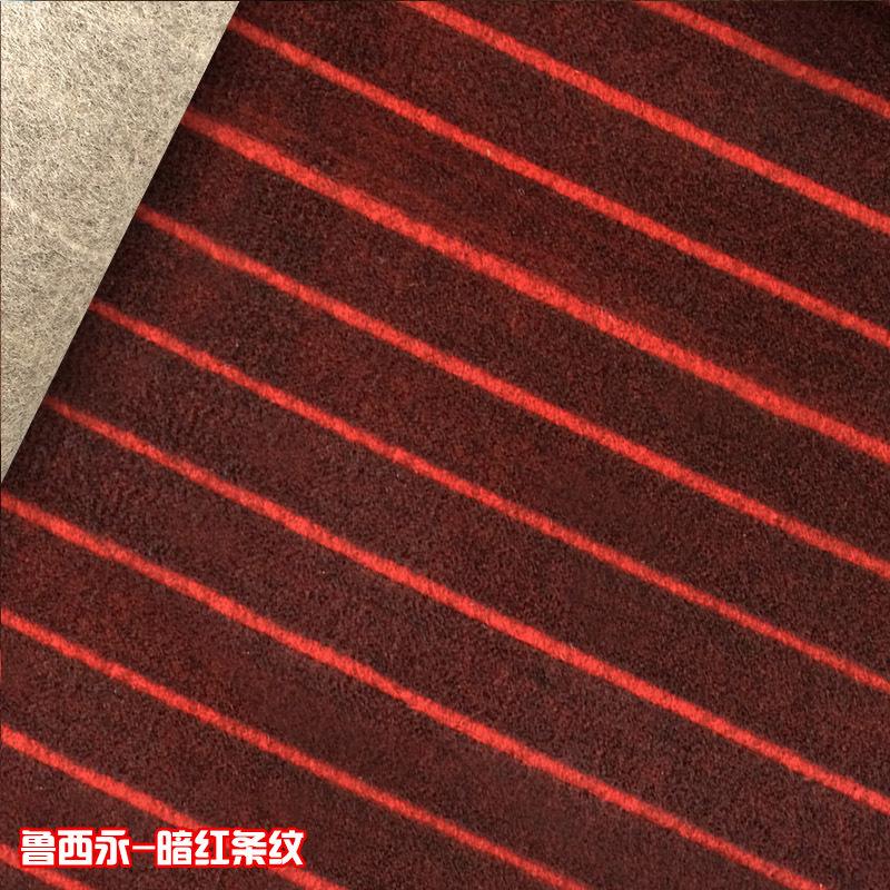 暗红条纹地毯